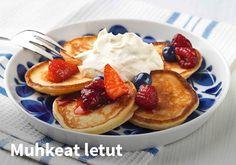 Muhkeat letut, Resepti: Valio #kauppahalli24 #letut #jälkiruoka #resepti #verkkoruokakauppa #resepti #ruokaidea Sweet Tooth, Pancakes, French Toast, Deserts, Goodies, Baking, Breakfast, Food, Drinks