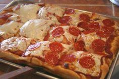 @ItsFoodPorn : Deep Dish Pizza. https://t.co/hP0ua9w8q6