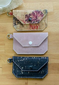 Sewing Bags Project cork wallet tutorial - Sew an easy card wallet using natural cork fabric. This new textile is durable, beautiful, and easy to sew! This free pattern is a great starter project - or a great way to use up scraps. Sewing Hacks, Sewing Tutorials, Sewing Tips, Hobo Bag Tutorials, Free Tutorials, Sewing Patterns Free, Free Sewing, Free Pattern, Fabric Cards