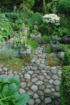 Little stone garden Moss Garden, Garden Trees, Garden Paths, Garden Landscaping, Farm Gardens, Small Gardens, Outdoor Gardens, Side Garden, Plantar