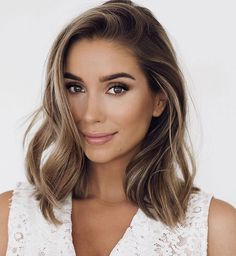 Braune Haare mit Highlights The most beautiful hairstyles for brown hair from ombre to balayage. Brown Eyes Blonde Hair, Brown Hair With Highlights, Lob Highlights, Brown Lob Hair, Brown Eyes Hair Color, Brunnete Hair Color, Short Hair Colour, Soft Brown Hair, Brown Curls