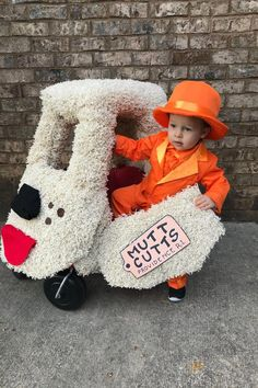 20 Clever Toddler Costumes Youll Want to Copy 20 Clever Toddler Costumes Youll Want to Copy The post 20 Clever Toddler Costumes Youll Want to Copy appeared first on Halloween Costumes. Halloween Costume 1 Year Old, Cute Baby Halloween Costumes, Couples Halloween, Diy Halloween Costumes For Kids, Fete Halloween, Halloween Makeup, Diy Toddler Costume, Funny Toddler Costumes, Halloween Horror