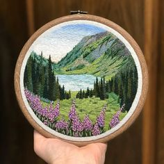 Hand Embroidery Videos, Hand Embroidery Stitches, Crewel Embroidery, Modern Embroidery, Embroidery Hoop Art, Ribbon Embroidery, Cross Stitch Embroidery, Embroidery Designs, Hungarian Embroidery