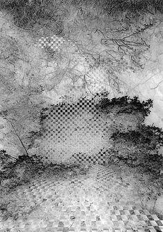 Juliette Mogenet refuse à la photographie un statut d'archive ou de reproduction du paysage. Elle déconstruit et reconstruit celui-ci : à l'homogénéité fait place l'éclatement. Elle s'inscrit dans la ligne émise par Greenaway dans « Meurtre dans un...