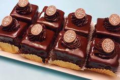 Romanian Desserts, Romanian Food, Fondant, Mini Cupcakes, Cupcake Cakes, Good Food, Yummy Food, Food Cakes, Love Cake