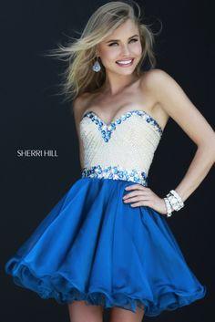 Juvenil diseño corto con escote corazón en blanco y falda azul