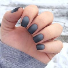 Ombré grey/black nails