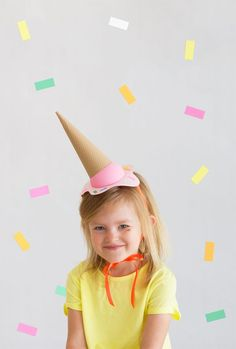 DIY Melting Ice-Cream Party Hats are so fun and so cute for your next kids party! Ice Cream Party, Diy Ice Cream, Crazy Hat Day, Ice Cream Costume, Diy Party Hats, Melting Ice Cream, Cream Hats, Festa Party, Elmo Party