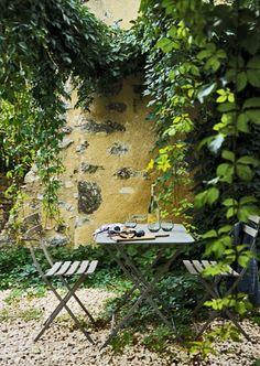 Gypsy Purple home. Small Gardens, Outdoor Gardens, Garden Cottage, Home And Garden, Garden Nook, Landscape Design, Garden Design, Purple Home, My Secret Garden