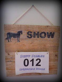 Horse show bib holder