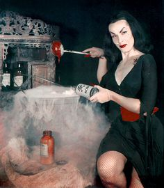 Horror host with the most - Maila Nurmi as Vampira Horror Vintage, Retro Horror, Weird Vintage, Gothic Horror, Lily Munster, Morticia Addams, Horror Posters, Horror Comics, Film Posters