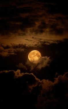 Chocolate Moon ~ Moon and Clouds - Cris Figueired♥ Moon Moon, Blue Moon, Dark Moon, Orange Moon, Moon River, Shoot The Moon, Moon Pictures, Pretty Pictures, Moon Photos