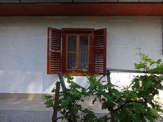 A Corner Ingatlan Iroda eladásra kínálja Balatontól 17km-re található Hács településen 1978m2 telken ,2000-ben felújított családi házat. Az...
