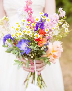33 Wildflower Wedding Bouquets Not Just For The Country Wedding Country Wedding Flowers, Diy Wedding Flowers, Wedding Flower Arrangements, Bridal Flowers, Floral Wedding, Floral Arrangements, Fall Wedding Bouquets, Bride Bouquets, Wildflower Wedding Bouquets