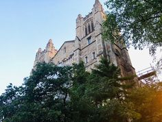This architectural masterpiece looks like something you'd see at Hogwarts, but it's actually a real place you can visit. University Hall, Michigan State University, Alpine Mountain, College Library, Traverse City, Northern Michigan, Ann Arbor, Stone Carving, Countries Of The World