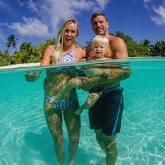 The Hamilton family in the clear waters o Hawaii