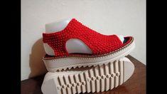Sandalia A Crochet Modelo Valeria - Yout - Womens Fashion Crochet Sandals, Crochet Boots, Crochet Slippers, Beginner Crochet Tutorial, Crochet Flower Tutorial, Knit Shoes, Sock Shoes, Crochet Slipper Pattern, Knit Bracelet