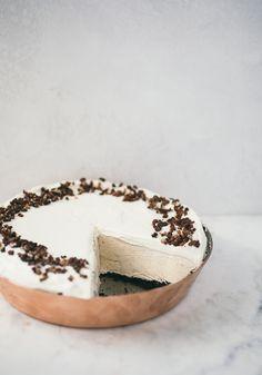 Coffee Caramel No-Churn Ice Cream Pie with Candied Cacao Nibs Espresso Ice Cream, Chocolate Covered Espresso Beans, Caramel Ice Cream, Coffee Ice Cream, Oreo Cream, Protein Ice Cream, Yogurt Ice Cream, Ice Cream Pies, Ice Cream Treats