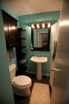 turquoise bathroom :D
