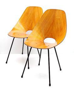 Twee Medea stoelen plywood zitting op metalen frame ontwerp Vittorio Nobili 1955 uitvoering Tagliabue / Italië
