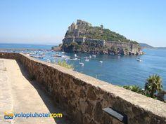 Il castello Aragonese ad Ischia visto da Cartaromana