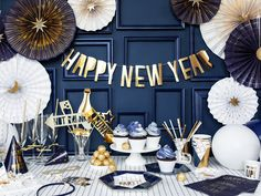 Deco Nouvel An, Pastell Party, Silvester Diy, New Year Table, New Years Eve Table Setting, Happy New Year Banner, 5 Balloons, New Years Eve Decorations, Nye Party