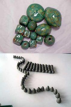 Perle di ceramica completamente fatte a mano dedicate a coloro che sono alla…