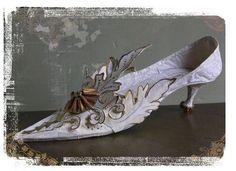 Precious paper shoe