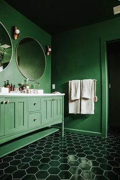 Bedecked from top to bottom, this lush bathroom's Evergreen Tile has us green with envy with its mesmerizing blend of hexagon tile floors, a herringbone shower, and an out-of-this-world tiled ceiling.