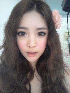 "Ulzzang (얼짱) is a Korean term meaning ""best face"". Here, pictures are posted throughout the day of ulzzangs and their style. Ullzang Makeup, Cute Makeup, Beauty Makeup, Makeup Looks, Hair Beauty, Makeup Korean Style, Asian Makeup, Korean Beauty, Asian Beauty"