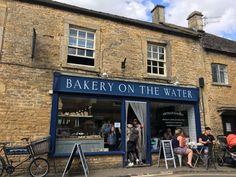 Bourton-on-the-Water este un sat și o parohie civilă din Gloucestershire, Anglia, care se află pe o vale plată largă în zona Cotswolds Anglia, Bakery, Street View, Bakery Business, Bakeries