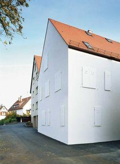 Dennoch bietet die weiss verputzte, offenporige und ökologisch unbedenkliche Konstruktion kfw-60-Standard   Christine Remensperger ©Antje Quiram, Stuttgart