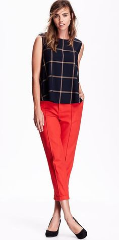 Mama has a packed calendar of holiday parties from here 'til January. This flowy, on-trend, blue windowpane plaid trapeze top is one of our favorite looks to get you from the office to (office) cocktails. Worn with the bright red, mid-rise Harper pant, it's just the right dose of naughty and nice.