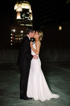 Classic Winter Wedding in downtown Winston-Salem | Winston-Salem Real Weddings | Photographer LINDLEY BATTLE | Magnolia Rouge: Fine Art Wedding Blog | Romantic Wedding Photos|| Brides | Groom Style