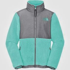 site for off and nikes for sale! North Face - I actually like this outfit! I want tiffany Blue jacket. Azul Tiffany, Tiffany Blue, North Face Girls, North Face Women, The North Face, North Faces, Fashion Moda, Cute Fashion, Women's Fashion