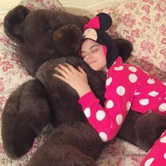 Pour s'endormir le soir, rien ne vaut un (gros) ours en peluche et un pyjama…