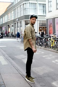 Another menswear look I love, so simple, love the black and khaki / olive…