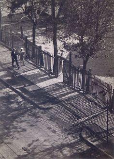 Imre Kinszki - Morning light, Budapest, 1931