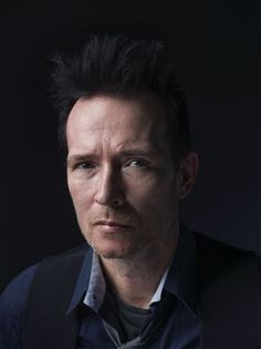Scott Weiland fronted both hugely successful rock bands, Stone Temple Pilots ...
