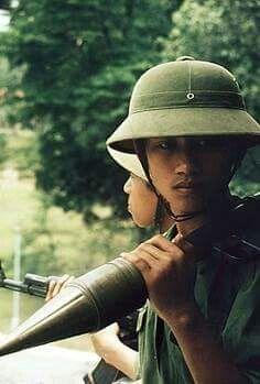 1975 Soldiers of the Vietnam People's Army, Saigon, Vietnam War. Vietnam History, Vietnam War Photos, Saigon Vietnam, North Vietnam, My War, War Photography, Vietnam Veterans, Vietnam Protests, Korean War