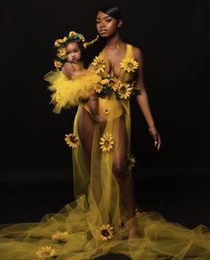Mother and baby girl styled with sunflowers Mutter und Baby angeredet mit Sonnenblumen Maternity Pictures, Pregnancy Photos, Pregnancy Goals, Maternity Shoots, Pregnancy Journal, Maternity Styles, Early Pregnancy, Maternity Dresses, Mommy Daughter Photography