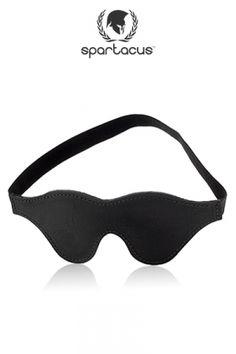 Masque en cuir noir Spartacus, à la fois opaque et confortable. Pour un soumis qui n'aime pas le noir !