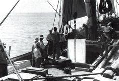 Imbarco di lastre su di una nave