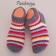 #botpatik #patikmodelleri #patik #çorap #rengarenk #çeyizlik #hediyelik #örgüçorap #gelinlik #gelin #damat #bohça #nişanbohçası #handmade #crochet #knitting #knitlove #wedding #englishhome #ikea #madamecoco #patikaşkı #patikforever #evbabetiaşkına Crochet Baby Boots, Crochet Gloves, Knitted Slippers, Crochet Slippers, Knit Crochet, Crochet Designs, Crochet Patterns, Pinterest Crochet, Crochet Slipper Pattern