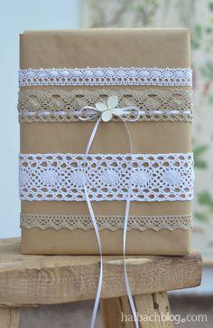 Geschenke verpacken mit Spitze und Packpapier - gift wrapping, lace, craftpaper, ribbon