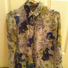 Zara floral Beautiful Zara floral blouse . I got this here posh. Unfortunately it's too big for me( I wear j crew 0 or 0p) Very good condition. Size USA S. This listing is blouse only. Zara Tops Blouses