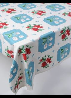 If I used a table cloth I would buy this one Vintage Tablecloths, Aprons Vintage, Linen Tablecloth, Vintage Textiles, Vintage Antiques, Vintage Linen, Vintage Dishes, Vintage Kitchen, Aqua Kitchen