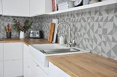 Diy Kitchen Storage, Kitchen Stories, Kitchen Cabinets, Kitchen Wood, Sink, Retro, Kitchens, Wood Tiles, Home Decor