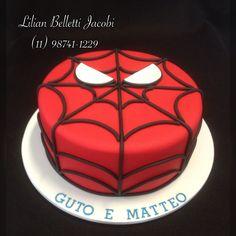Mais um bolo com tema Homem Aranha.