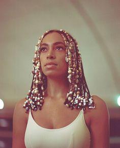 Hair Beads Inspiration (70s Inspired) http://allthingsammamama.com/2016/11/hair-trend-beads-braids-shells/
